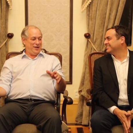 O presidenciável Ciro Gomes (PDT) e o governador Paulo Câmara (PSB) Foto: Reprodução do Facebook
