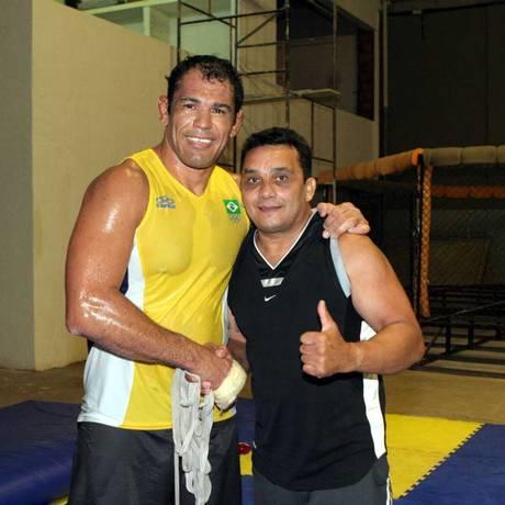Minotauro, à esquerda, e Luiz Alves Foto: Marcelo Alonso