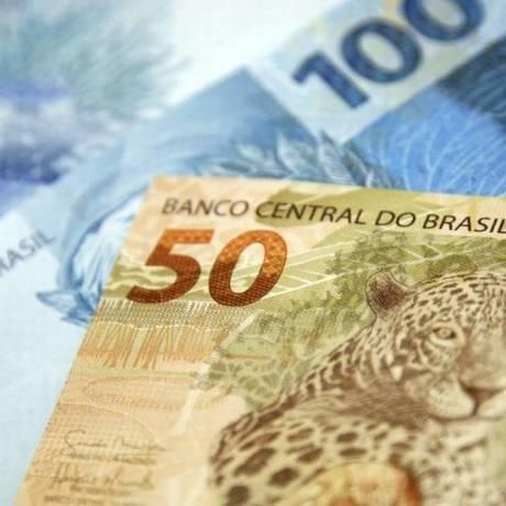 Dinheiro no bolso: especialistas alertam para risco de se endividar com cheque especial Foto: Adriano Machado