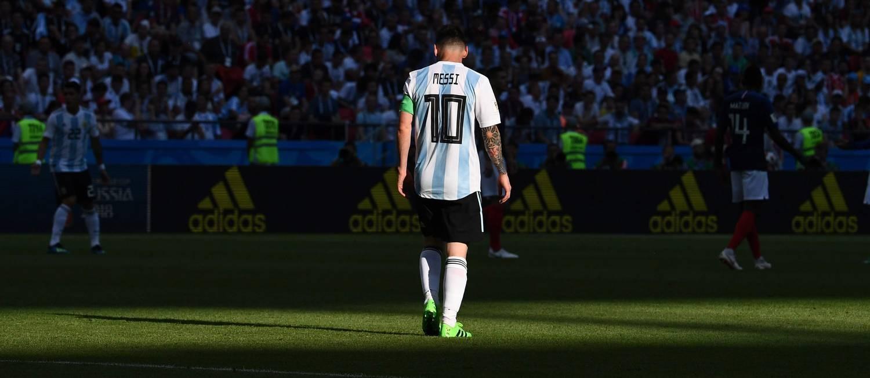 Cabisbaixo, Messi vive constante inferno astral na Argentina Foto: FRANCK FIFE / AFP