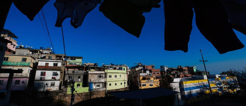 Casas com três andares na favela: crescimento da comunidade nos últimos anos foi basicamente vertical Foto: Marcelo Regua / Agência O Globo