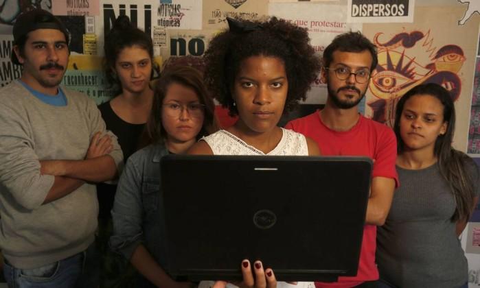 Novas ações. A equipe do data_labe (Eloi, Clara, Fernanda, Juliana, Gilberto e Jessica): dados mostram a realidade das comunidades Foto: NELSON PEREZ / Agência O Globo