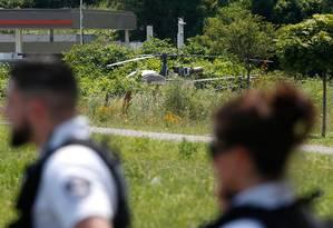 O helicóptero usado na fuga foi encontrado pela polícia em Gonesse Foto: GEOFFROY VAN DER HASSELT / AFP