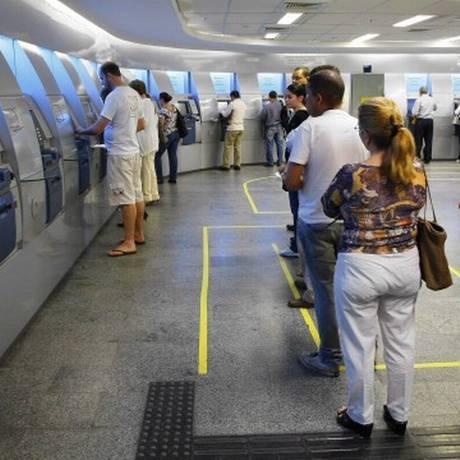 Bancos vão abrir mais cedo nesta segunda-feira Foto: Arquivo