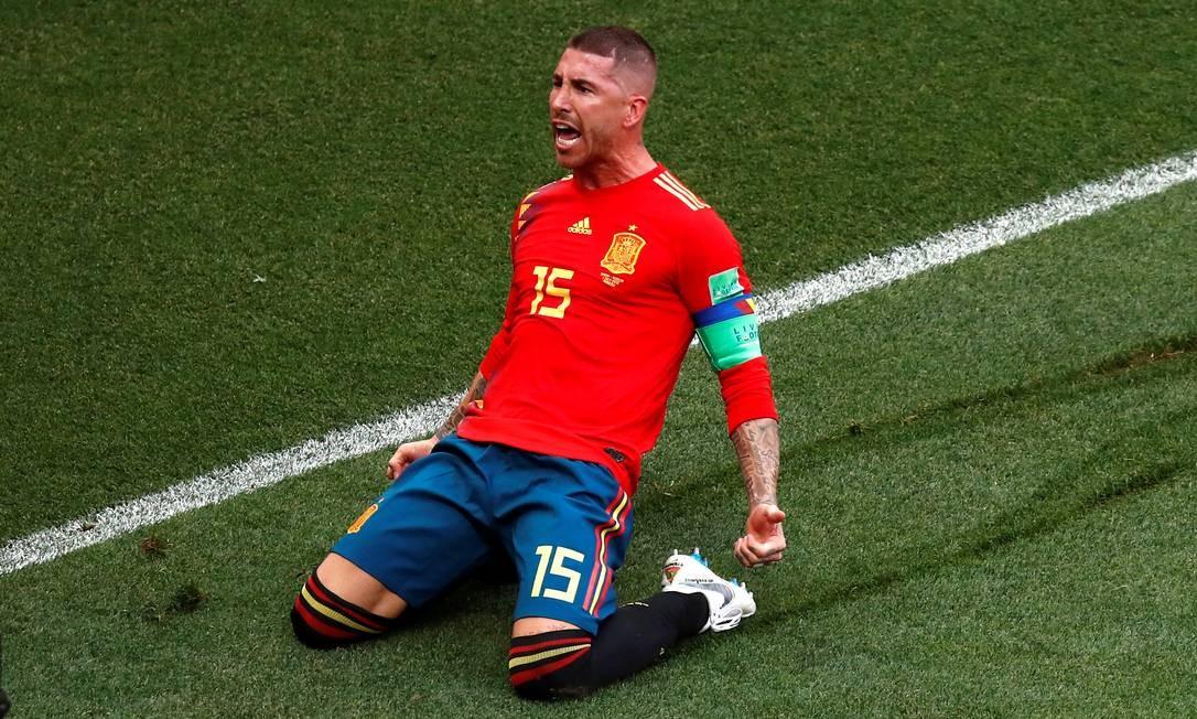 Sérgio Ramos comemora efusivamente o gol espanhol Foto: MAXIM SHEMETOV / REUTERS