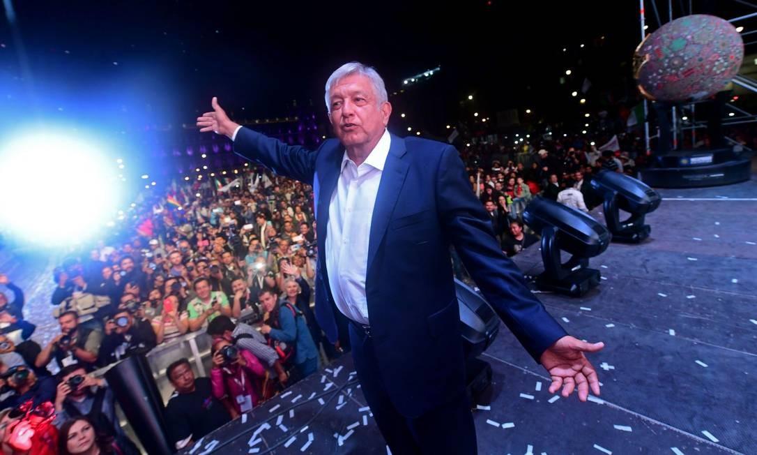 De acordo com o INE, AMLO tinha 53% dos votos durante a apuração. O segundo lugar ficou com o direitista Ricardo Anaya, seguido pelo governista José António Meade Foto: PEDRO PARDO / AFP