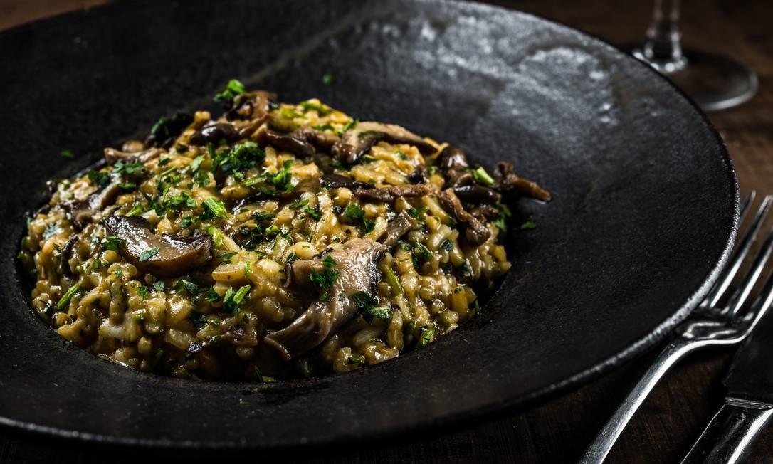 Esplanada Grill. Aproveitando os ingredientes sazonais, a casa de carnes oferece o risoto de cogumelos frescos (R$ 78), com shiitake, shimeji e champignons. Rua Barão da Torre 600, Ipanema (2239-6028) Foto: TOMAS RANGEL / Divulgação