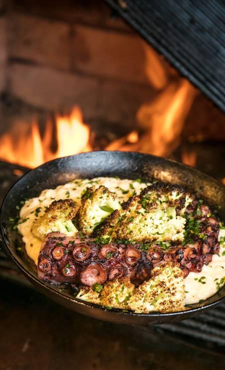 Grado. Uma das novidades do cardápio do aconchegante restaurante é o polvo grelhado com risoto de couve-flor (R$ 83). Rua Visconde de Carandaí 31, Jardim Botânico (3253-3101). Foto: TomasRangel / Divulgação