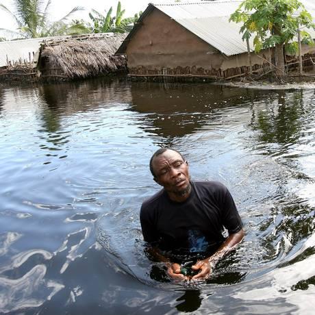 Cerca de 600 milhões de pessoas vivem em zonas costeiras que serão afetadas pela elevação do nível do mar Foto: STEPHEN MORRISON / AFP