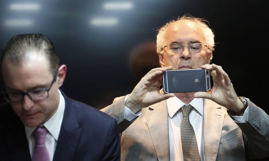 O advogado Roberto Teixeira (à dir.) é sogro de Cristiano Zanin e o compadre mais antigo do ex-presidente Lula Foto: NACHO DOCE / Agência O Globo