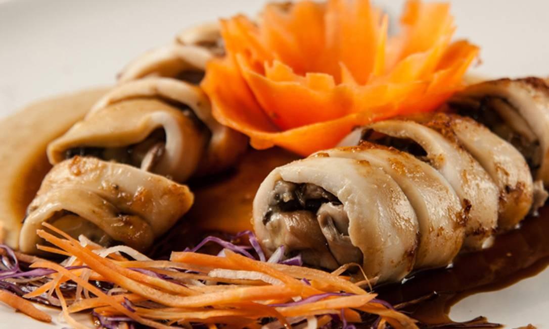 Yumê. Um dos pratos mais tradicionais do restaurante é a lula recheada com shimeji, manjericão e queijo de búfala (R$ 78). Rua Pacheco Leão 758, Jardim Botânico (3205-7321) Foto: Maria Mattos / Divulgação
