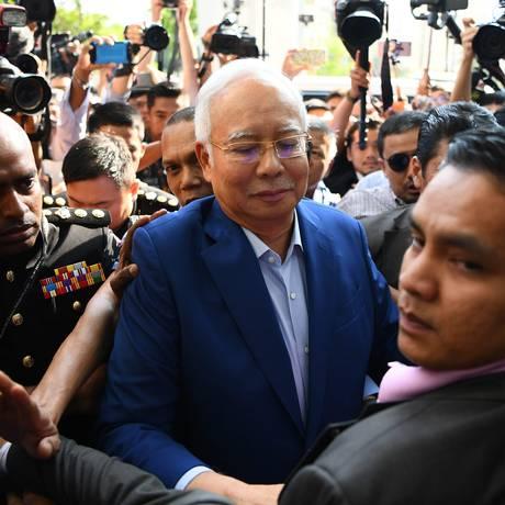 O ex-primeiro-ministro malaio acusado de corrupção, Najib Razak Foto: MANAN VATSYAYANA / AFP
