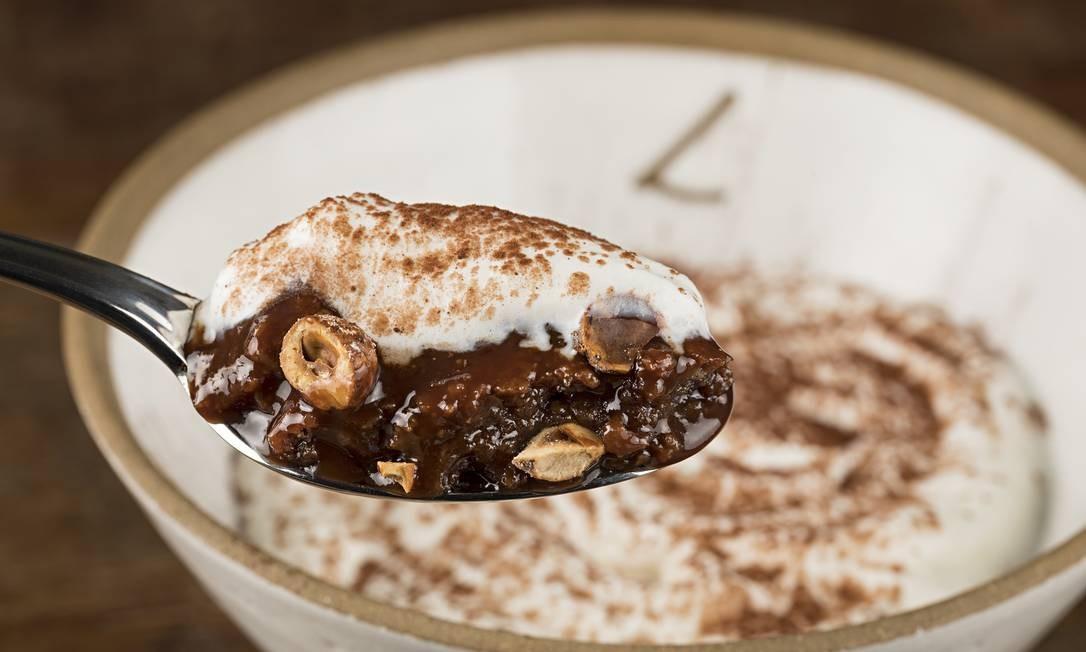 Luce Cucina e Carbone. O pompei (R$27) é um fudgecake de chocolate com avelã caramelizada e creme de baunilha no potinho. Fashion Mall. Estrada da Gávea 899, São Conrado (3324-4421) RODRIGO AZEVEDO FOTOGRAFIA / Divulgação