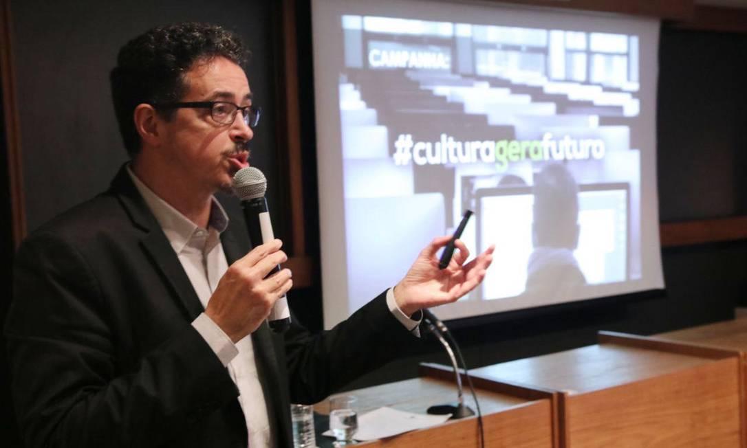 Ministro Sérgio Sá Leitão anuncia editais para projetos de literatura e bibliotecas digitais, além de prêmio para museus Foto: Divulgação