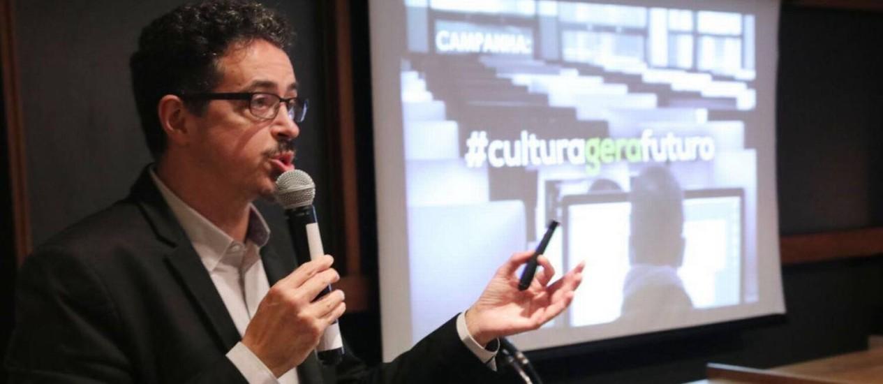 Ministro Sérgio Sá Leitão anuncia editais para projetos de literatura e bibliotecas digitais, além de prêmio para museus.