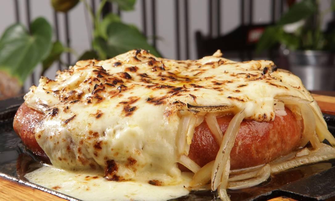 Os Imortais. Só o nome já dá vontade de comer: linguiça Chico Bento com cebola e um abuso de queijo (R$49,50). Ronald de Carvalho 147, Copacabana (3563-8959) Foto: Berg Silva / Divulgação