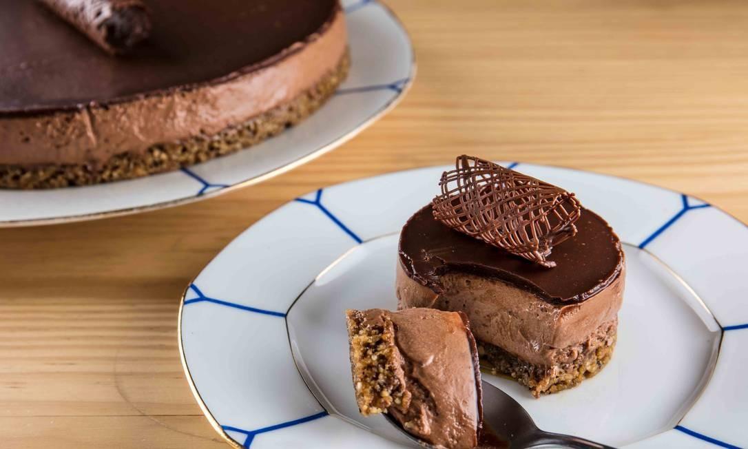 Deli 43. Uma das opções de torta é a de mousse de chocolate com crumble de amêndoas e nozes (R$ 13, pedaço). Rua João Lira 97, Leblon (2294-1745) Foto: TomasRangel / Divulgação