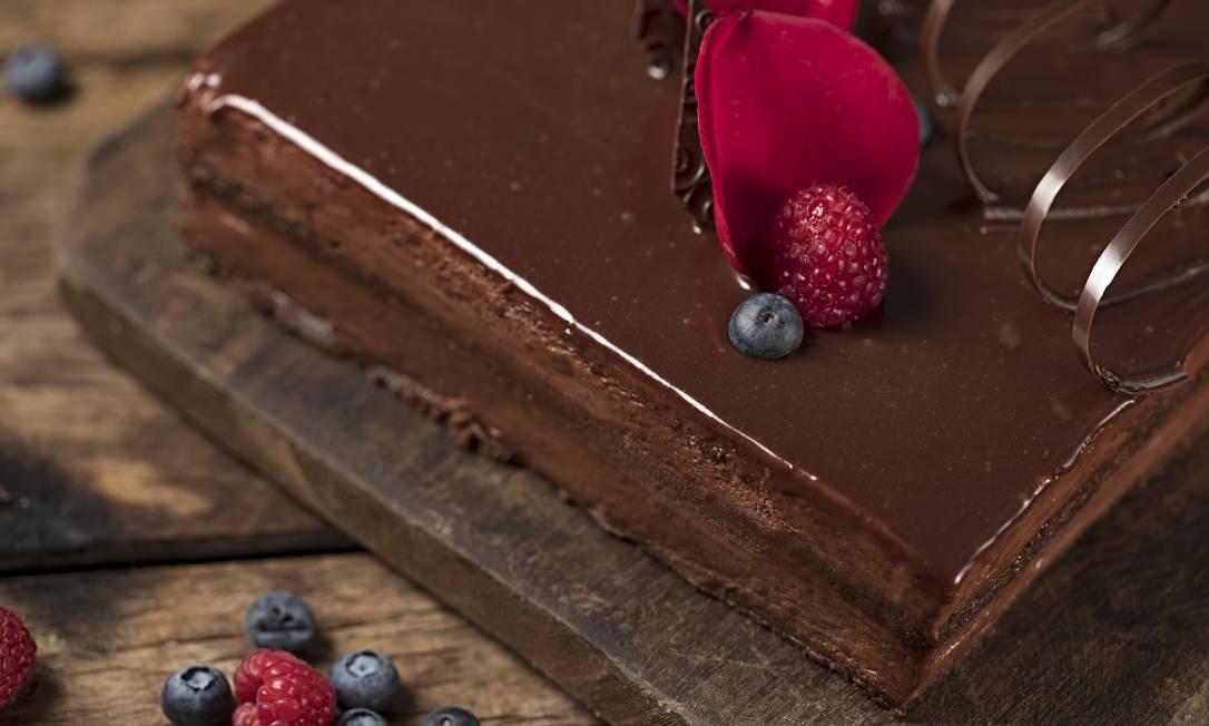 Talho Capixaba. A torta de chocolate com framboesa (fatia R$12,50) é uma das sugestões da casa. Av. Ataulfo de Paiva 1022, Leblon (2512-8760) RODRIGO AZEVEDO FOTOGRAFIA / Divulgação