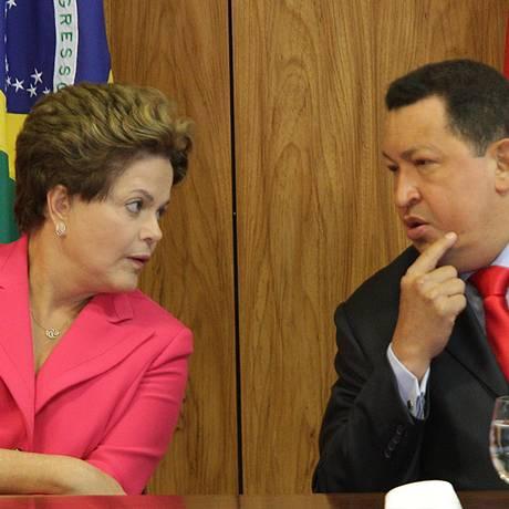 Dilma Roussef e Hugo Chávez, no Palácio do Planalto Foto: André Coelho/Agência O Globo/31-07-2018