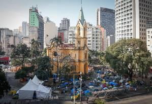 Acampamento no Largo do Paissandu, em SP, chega a dois meses após queda de edifício. Foto: Marcos Alves / Agência O Globo