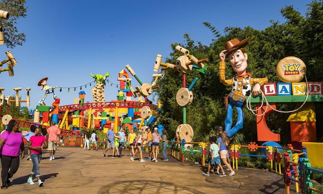 Entrada da ToyStory Land, com Woody como anfitrião, na Flórida Foto: Matt Stroshane/Disney