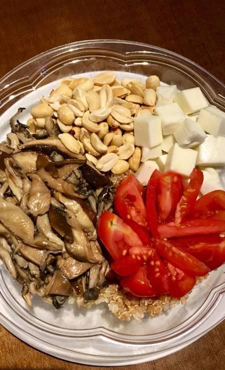 Kale Poke. Além de poder montar o seu próprio poke, os vegetarianos podem escolher o vegan poke (R$ 35): quinoa, molho tradicional, shiitake, shimeji, tofu, amendoim e tomate. Rua Dias Ferreira 668, Leblon (3217-0361) Foto: Divulgação