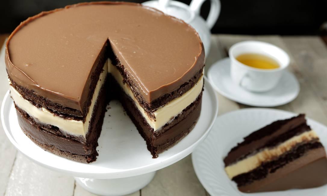 MP Tortas Boutique. Torta mousse com chocolates belgas chocolates de origem, 70%, 40% e branco (R$140). Av. das Américas 15.000, Recreio (2437-9936) Foto: Divulgação