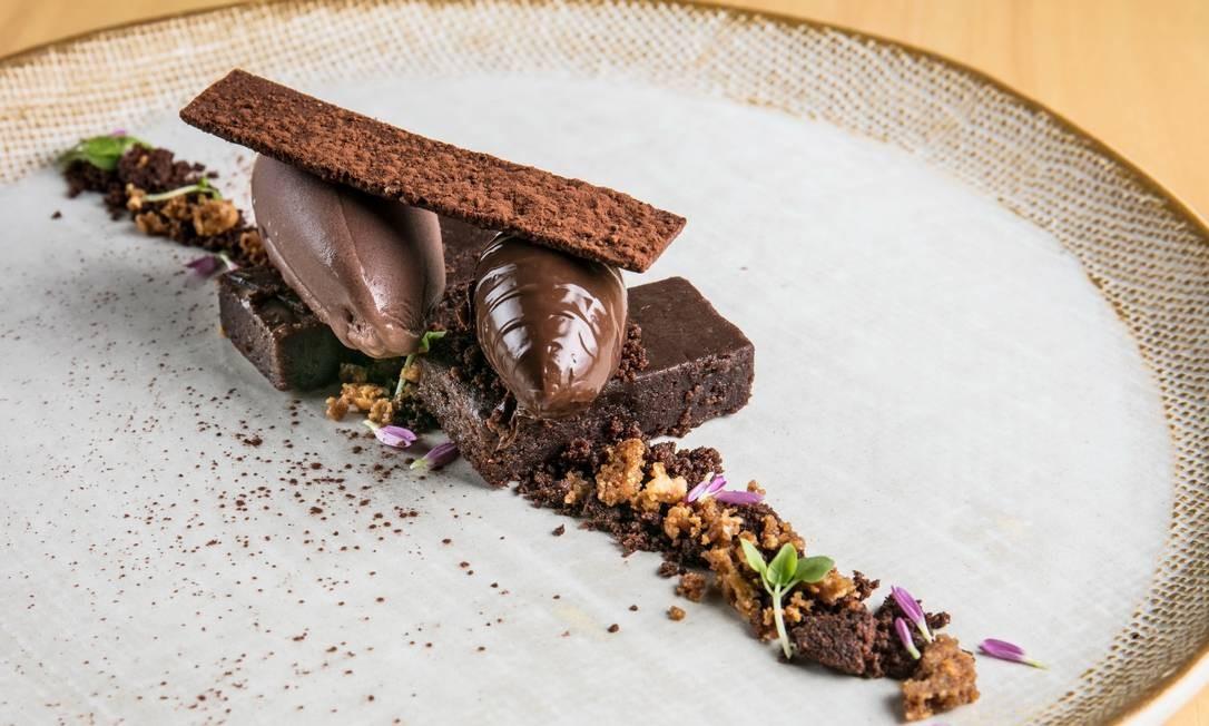 ino. O 3x Cioccolato é um bolo úmido de cacau cremoso, com sorvete de chocolate belga e terra de chocolate – R$23). Rua Conde de Irajá 115, Botafogo (3851-6601) TomasRangel / Divulgação