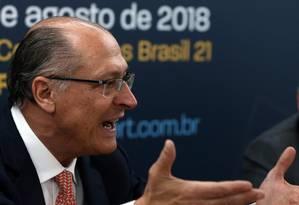 O pré-candidato do PSDB à Presidência, Geraldo Alckmin, durante encontro com membros da Abert Foto: Givaldo Barbosa / Agência O Globo
