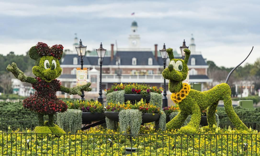 Minnie e Pluto em esculturas de topiaria no International Flower & Garden Festival, em Epcot, no Walt Disney World Resort, Lake Buena Vista, Flórida Foto: Matt Stroshane / Walt Disney World/Divulgação