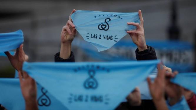 Manifestantes contrários à lei que regulamente o aborto fazem protesto em Buenos Aires Foto: Martin Acosta/REUTERS