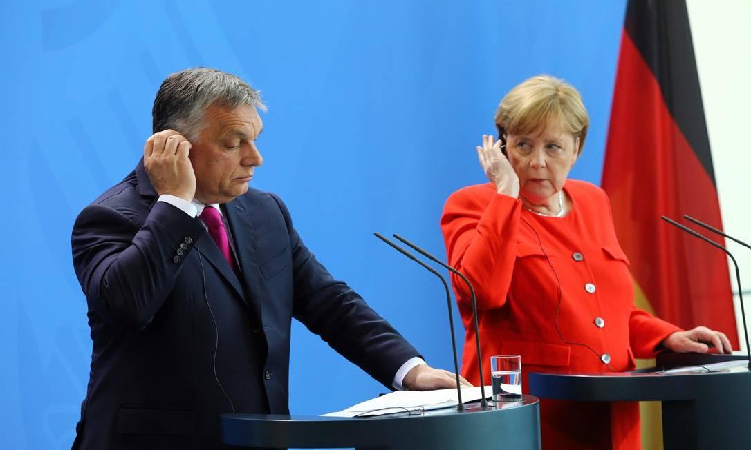 Chanceler alemã, Angela Merkel, e primeiro-ministro húngaro, Viktor Orbán: posicionamentos opostos em política migratória acirram tensões em entrevista coletiva Foto: OMER MESSINGER / AFP
