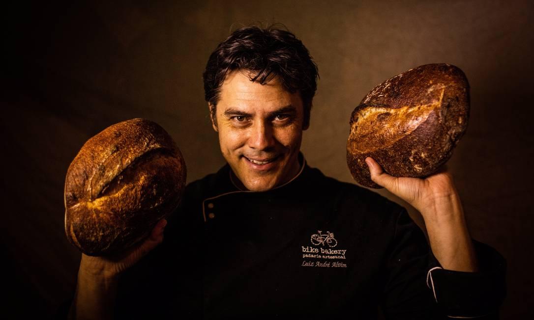 Luiz Andre Alvim tem o pão mais disputado na Junta Local; produzido num ateliê no Horto Foto: Bárbara Lopes / Agência O Globo