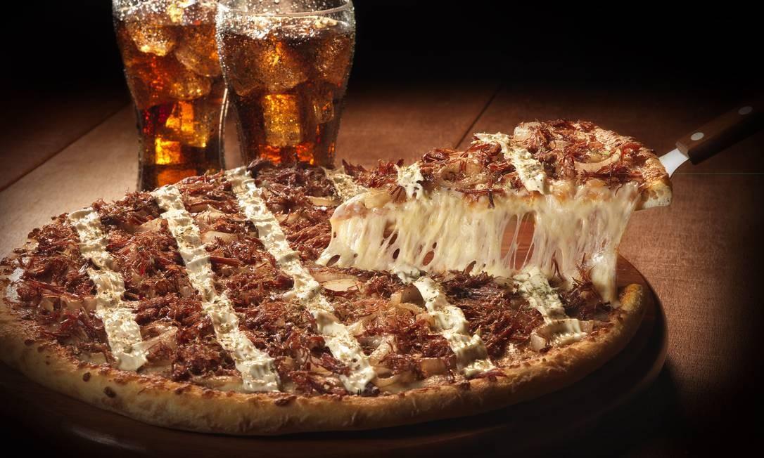 Para mudar. A pizza média de carne-seca com requeijão cremoso da Domino's sai a R$ 53,90 Foto: Divulgação/Cesar Hamdan
