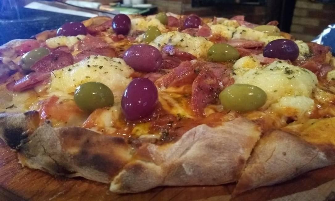 Fora do espeto. A pizza de picanha defumada com requeijão é receita da Misturaria Fina Mezcla: R$ 67 Foto: Divulgação