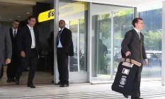 Agentes da Polícia Federal deixam o Ministério do Trabalho, na primeira fase da Operação Registro Espúrio Foto: Givaldo Barbosa/Agência O Globo/30-05-2018