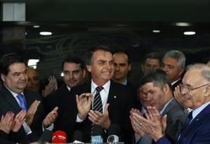 Jair Bolsonaro, pré-candidato do PSL, ao lado de deputados aliados Foto: Ailton de Freitas/Agência O Globo/04-07-2018