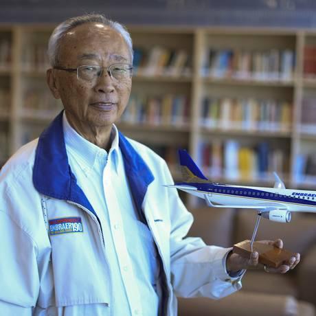 Satoshi Yokota, engenheiro aposentado que trabalhou na Embraer por 38 anos Foto: Edilson Dantas / Agência O Globo
