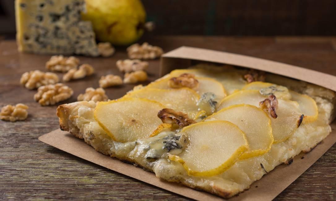 Vero. A pizza de gorgonzola com pera é feita com fermentação natural e mozarela de búfala (R$ 15) Foto: Divulgação/Lipe Borges