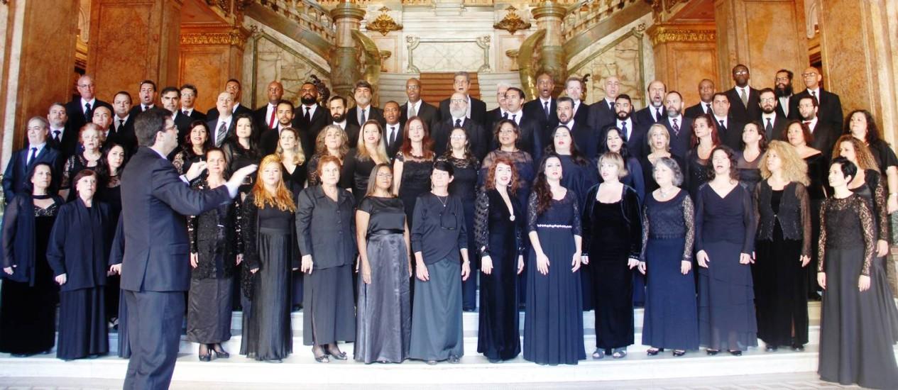 O coro completo do Municipal conta com 76 vozes Foto: Divulgação