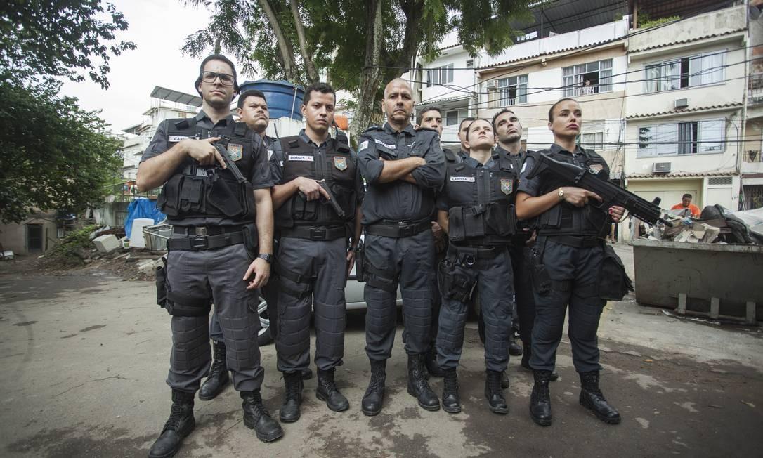 Set do filme 'Intervenção', rodado na comunidade Tavares Bastos, no Catete Foto: Gabriel Monteiro/Agência O Globo