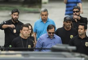 Jorge Picciani deixa o IML escoltado por agentes da PF, em novembro de 2017 Foto: Guito Moreto / Agência O Globo