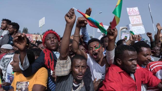 Apoiadores do primeiro-ministro etíope, Abiy Ahmed, se reúnem em Adis Abeba Foto: YONAS TADESE / AFP
