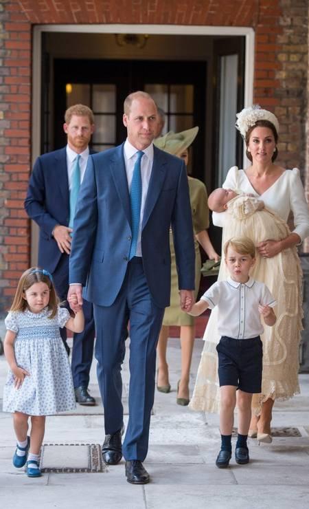 O bebê chegou acompanhado da mãe, do pai, dos irmãos, George e Charlotte, do tio Harry e tia Meghan POOL / REUTERS
