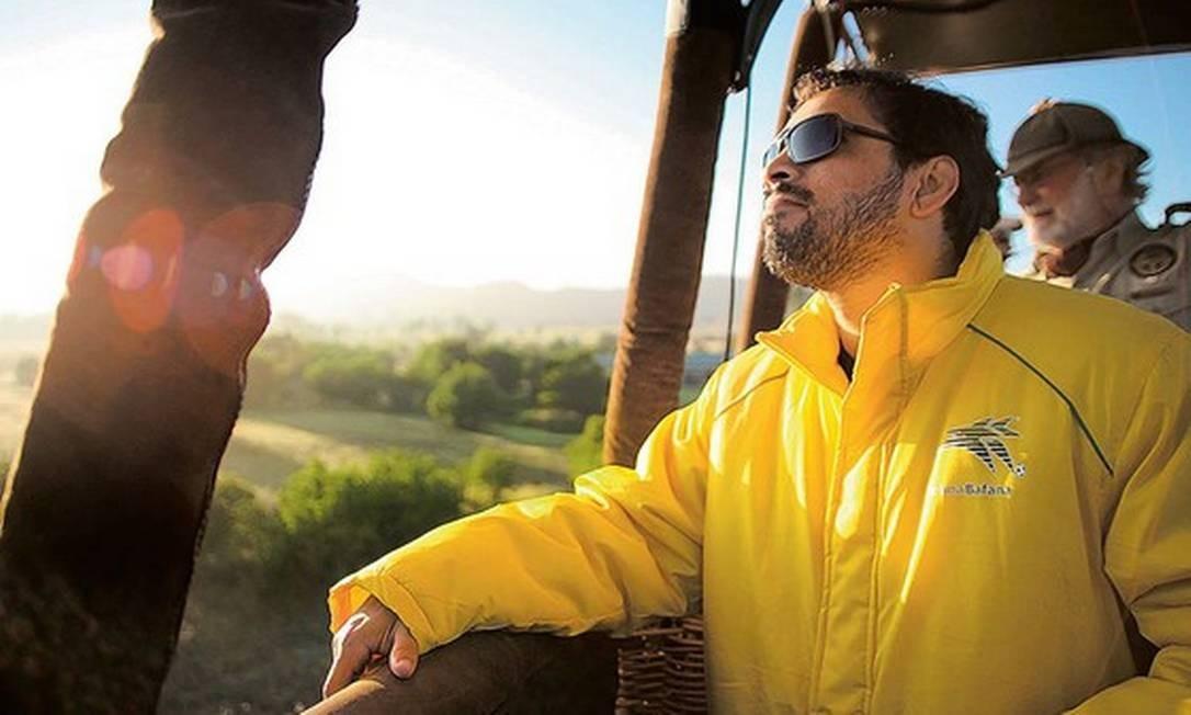 Beto Chaves durante passeio de balão na África do Sul, onde fez documentário sobre a segregação racial no país Foto: LEO SANTOS / Divulgação