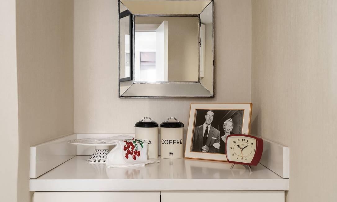Fotos de Marilyn com Joe DiMaggio, com quem era casada na época em que se hospedou no Lexington Hotel, também fazem parte da decoração Foto: Lexington Hotel / Reprodução