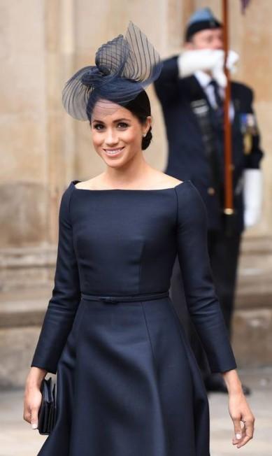 Meghan trocou os looks clarinhos por um pretinho elegante CHRIS J RATCLIFFE / AFP