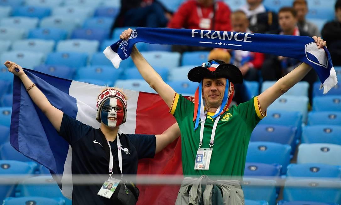 Torcedores franceses começam a chegar ao Estádio de São Petersburgo para a partida contra a Bélgica Foto: GABRIEL BOUYS / AFP