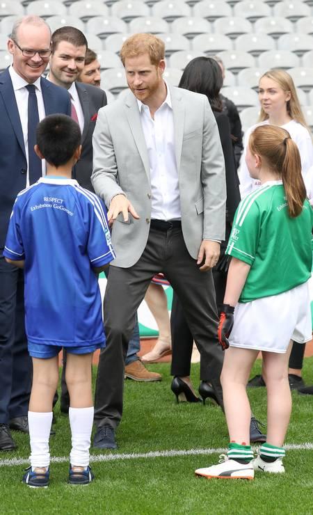 Harry fez a alegria das crianças Foto: Chris Jackson / Getty Images