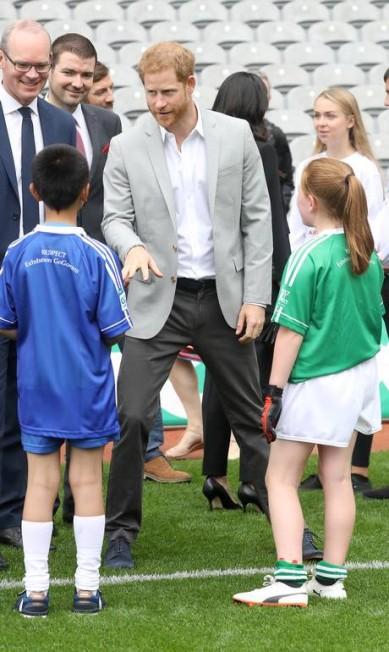 Harry fez a alegria das crianças Chris Jackson / Getty Images